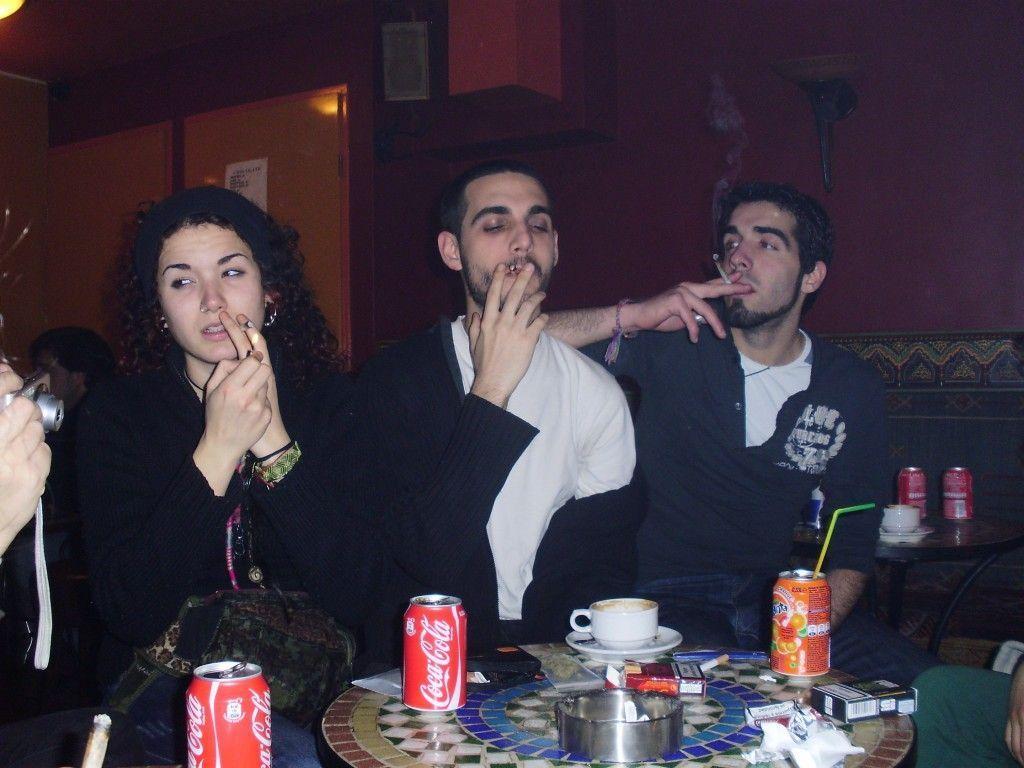 Fumando en un Coffeshop de Amsterdam