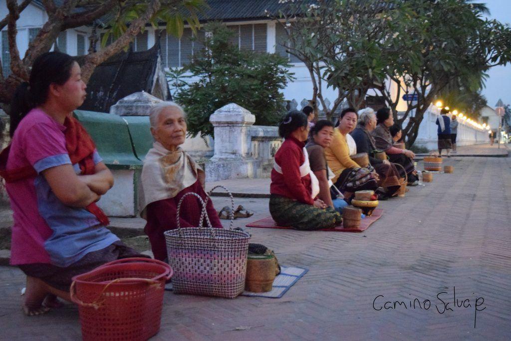 Luang Prabang, ofrendas