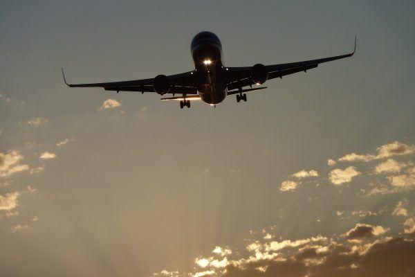 cómo reclamar un retraso de avión