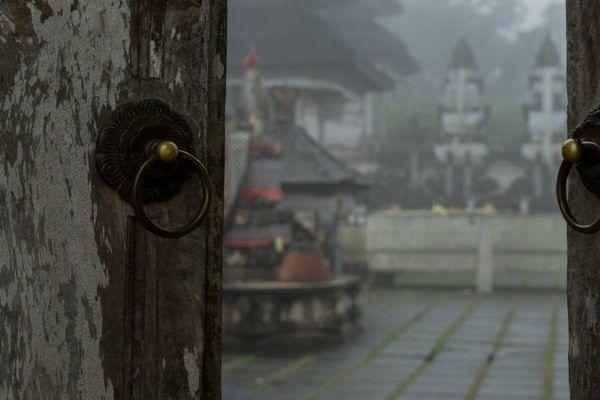¿A dónde llevan las puertas de Bali?