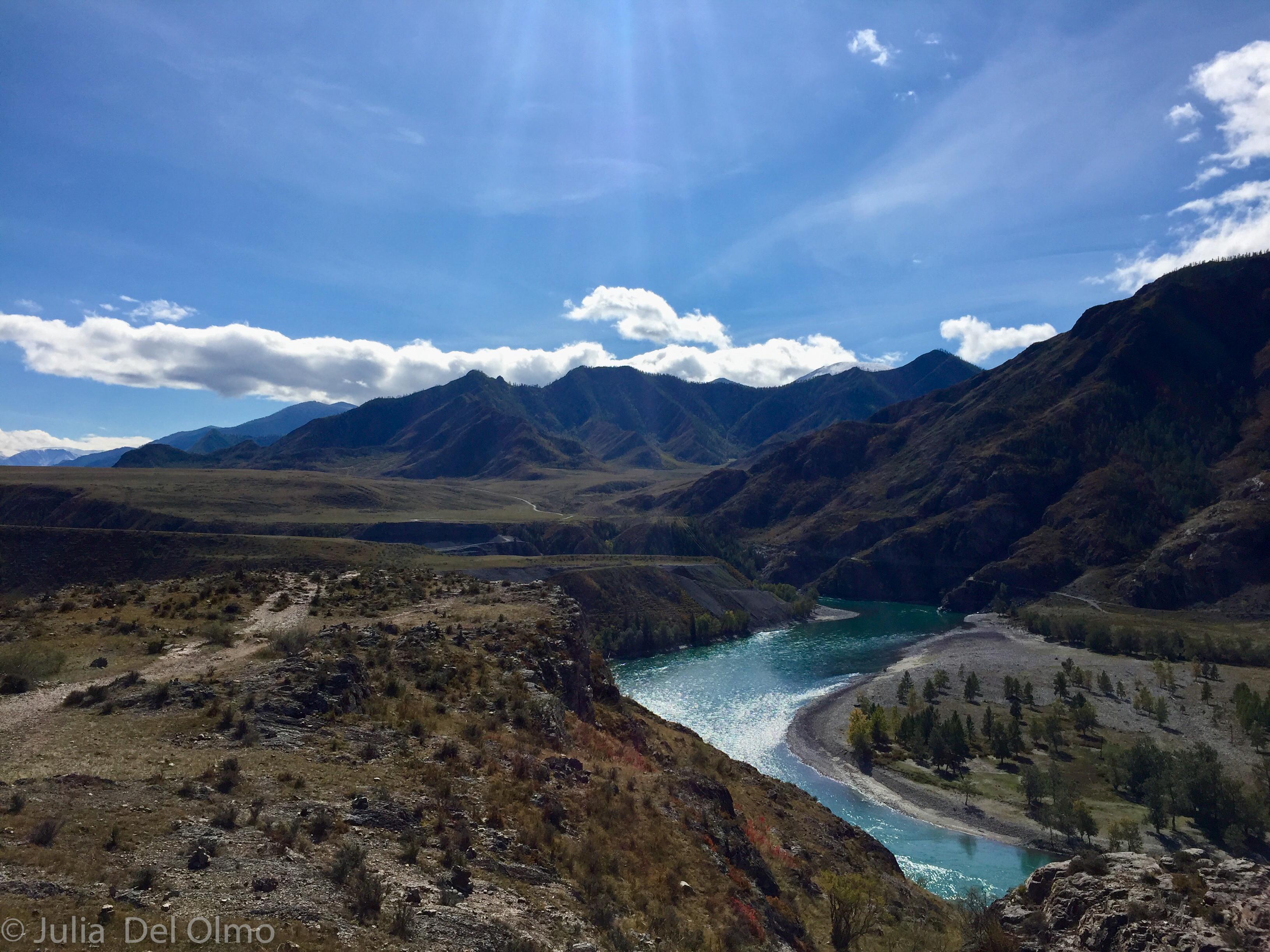 Montañas y ríos en Altai, Rusia
