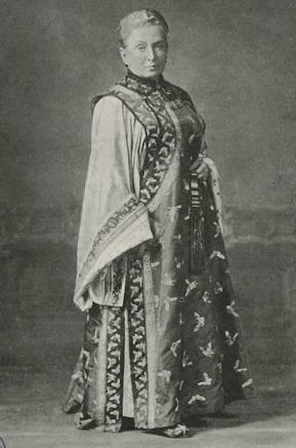 Isabella Bird con traje de manchuria